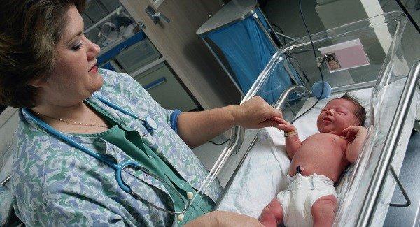 nursetakingcareofnewbornbaby201016_large